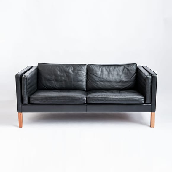 Model 2335. 2.5-seated Sofa.